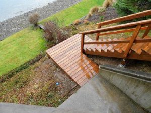 custom-deck-Grapeview-Washington-cedar-staircasel-