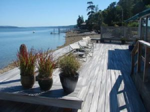 deck-Grapeview-Washington-waterfront--