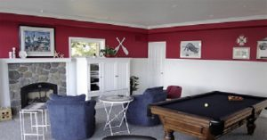 family-room-Hood-Canal-Washington-waterfront-home-